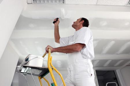 Как правильно оштукатурить потолок из гипсокартона своими руками