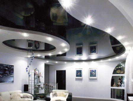 Черно-белое потолочное покрытие – строгость и современность
