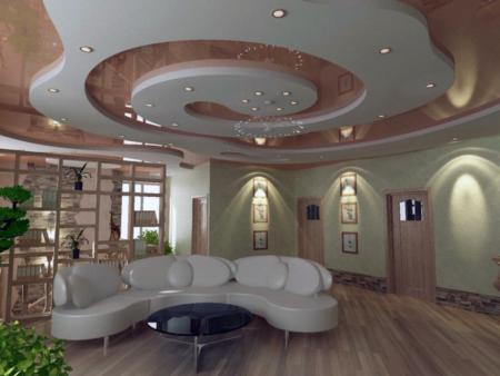 Фото интерьера большой гостиной комнаты с пленками разных цветов