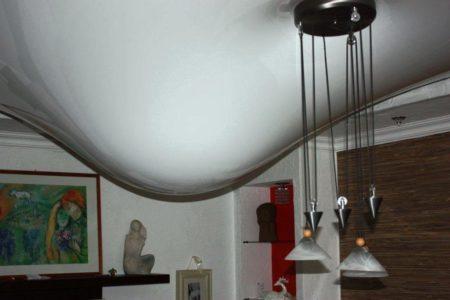 Затопление соседями не испортит ПВХ потолок в отличие от тканевого натяжного полотна