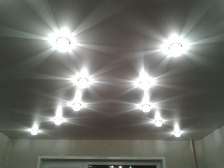 Фото точечных светильников, создающих приятный свет