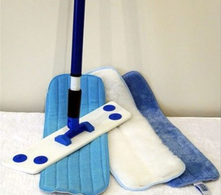 Мыть облицовку можно при помощи обычной губки или шваброй