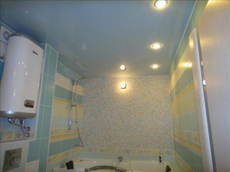 Как выглядит комната после установки натяжного потолка