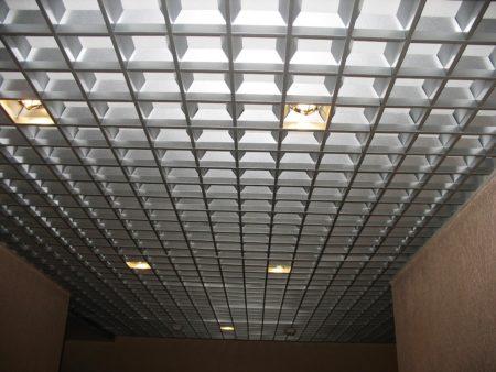 Пирамидальный потолок Грильято – отменное зрительное увеличение комнаты