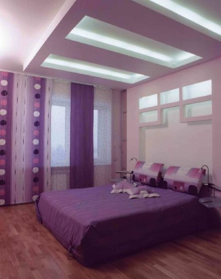 Яркая спальная комната