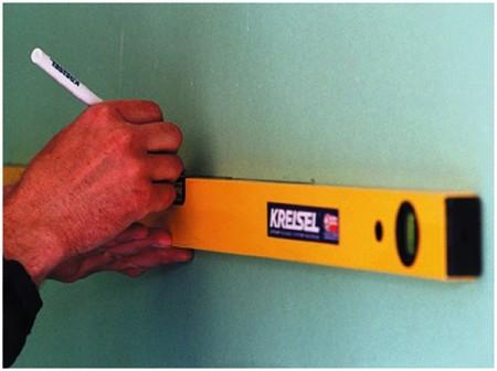 Инструмент для нанесения метки – прибор строительный уровень