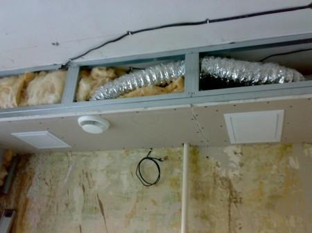 Вытяжка под потолок на кухне