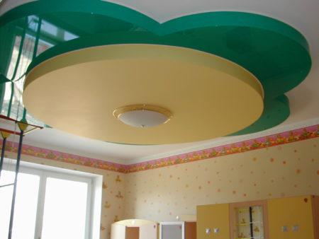 Потолок в виде цветка в детской комнате