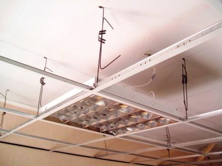 Каркас с вмонтированным прибором освещения дневного света
