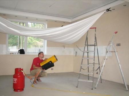 Выполнение работ по установке потолка