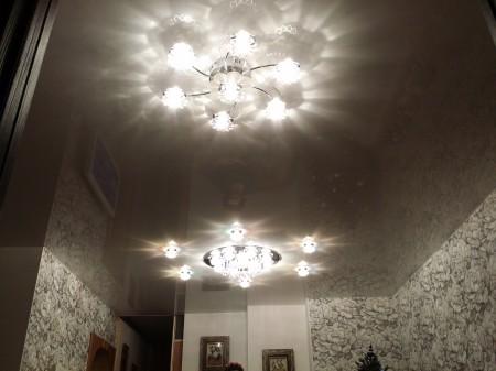Монтаж потолочных ламп для корректного света в комнате