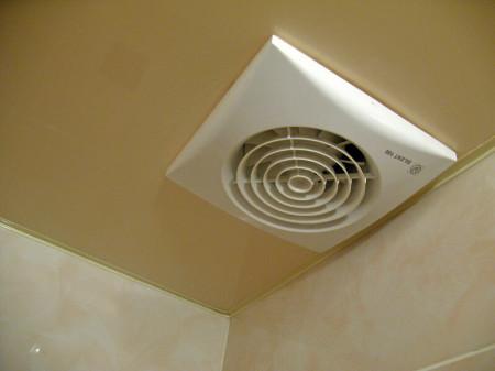 Вентиляция под натяжной потолок в ванной