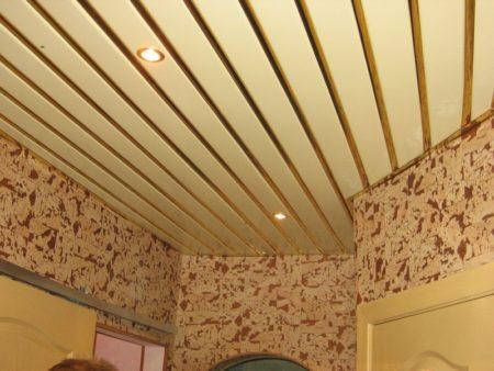 Помещение с реечным потолком, имеющее более 4-х углов