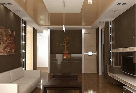 Бежевый натяжной потолок в гостиной с монохромным дизайном