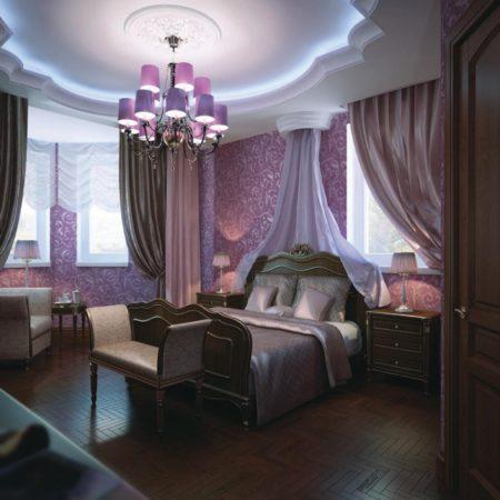 Фото оформления спальни, где комбинирован темно-розовый оттенок стен и белый классический натяжной потолок.