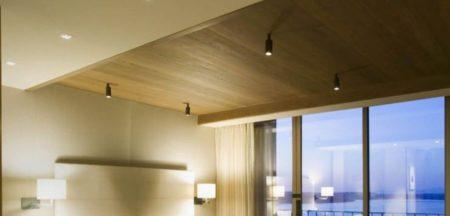 Потолочное покрытие из гипсокартона хорошо гармонирует со стилем эко