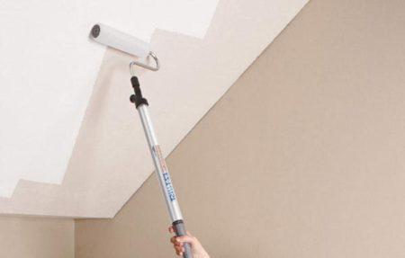 Для потолка удобно использовать ручку-удлинитель