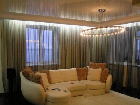 Фото привлекательного интерьера, где использовано скрытое размещение штор