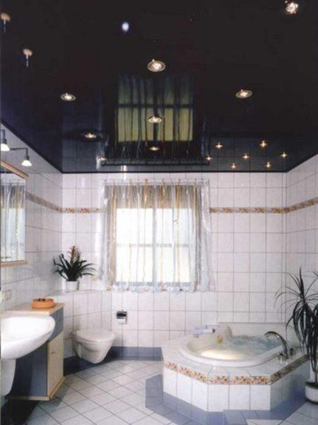 Фото натяжного зеркального потолка черного цвета