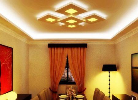 Фото парящего потолка в гостиной с подсветкой