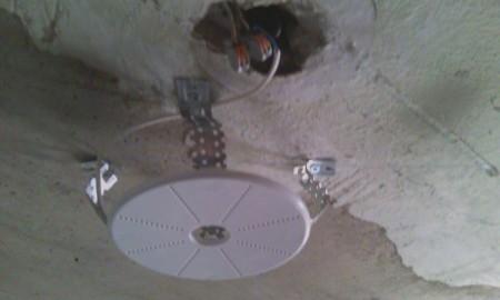 Установка закладной для люстры на потолок