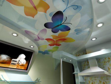 Оформление потолка и стен в светлых, спокойных тонах
