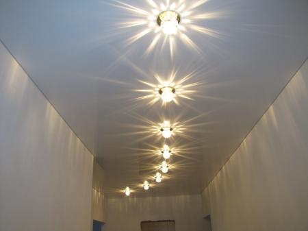 Лампы на натяжном потолке