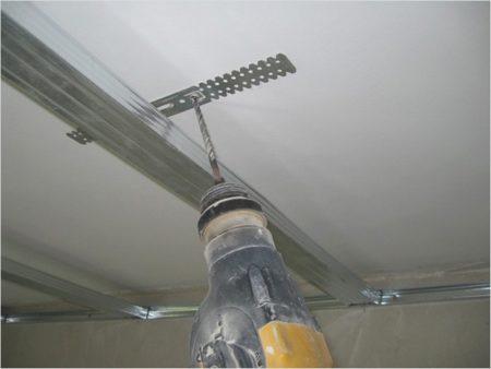 Как крепить подвес к потолку