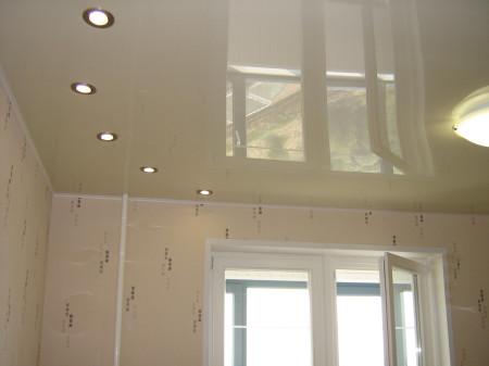 Фото готового натяжного потолка в интерьере