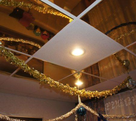 Кассеты на потолке под золото