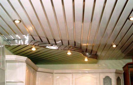 Итоговый вариант потолочного покрытия из реек