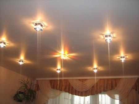 Лампы на потолке из гипсокартона для правильного света в комнате