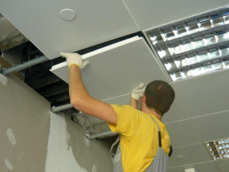 Монтаж подвесного потолка «Армстронг»