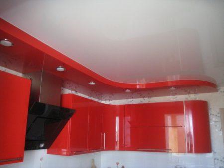 Глянцевая поверхность в кухне