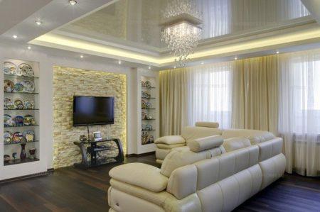 Хорошо освещенная гостиная
