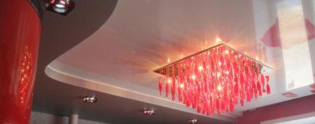 Многоуровневая конструкция со светопрозрачным материалом