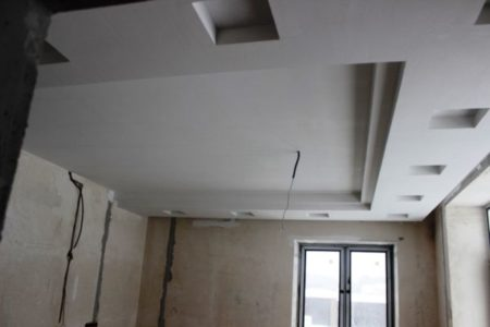 Прокладка кабеля под конструкцией
