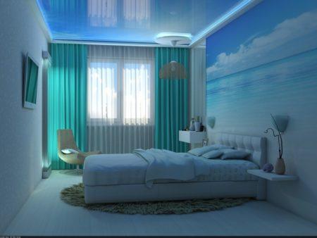 Спальня с голубым потолком