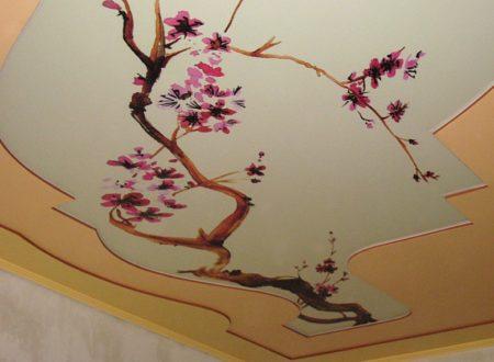 Фото натяжного потолка с фотопечатью в большой комнате