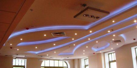 Светильники на многоуровневой конструкции