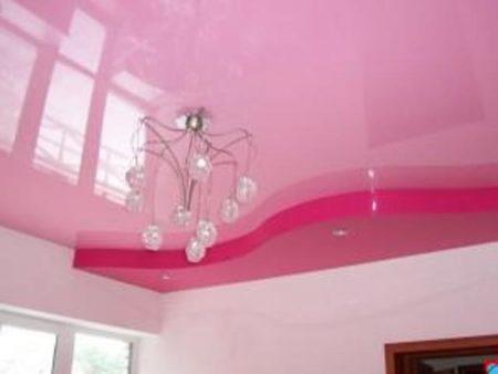 Сияющий вид потолка после очистки