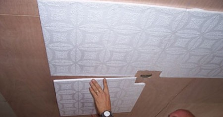 Подрезка плитки возле провода