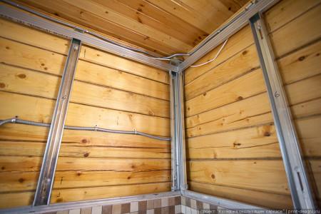 Металлический каркас под гипсокартон для деревянных стен