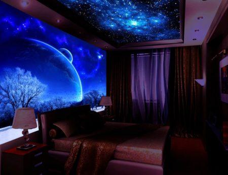 Красивое звездное небо в спальной
