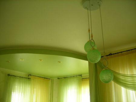 «Сатиновый» натяжной потолок