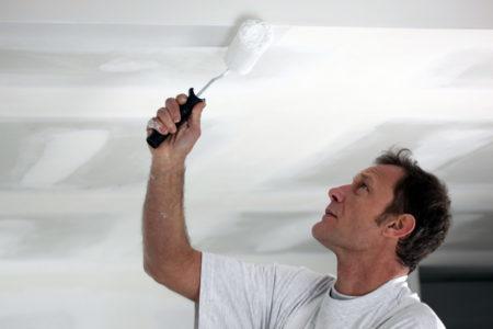 Потолок из ткани можно окрашивать