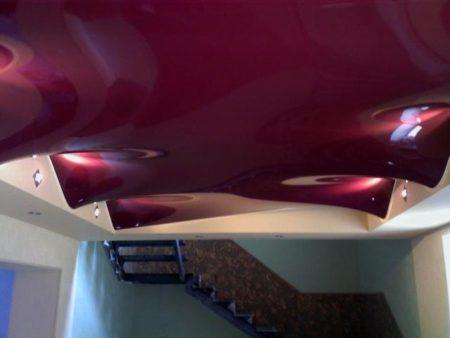 Красивый волнообразный дизайн в квартире