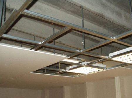Монтаж растрового потолка