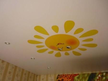 Потолок под сатин с рисунком в детской комнате