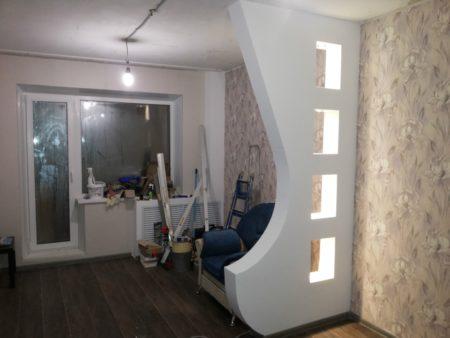 Декоративная стена, отгораживающая определенную зону
